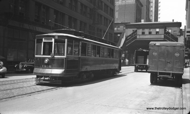 CSL instruction car 1466 is on Franklin near Van Buren Street on June 12, 1943. This car was used for training in the Van Buren tunnel under the Chicago River, not far from where this picture was taken. (R. J. Anderson photo)