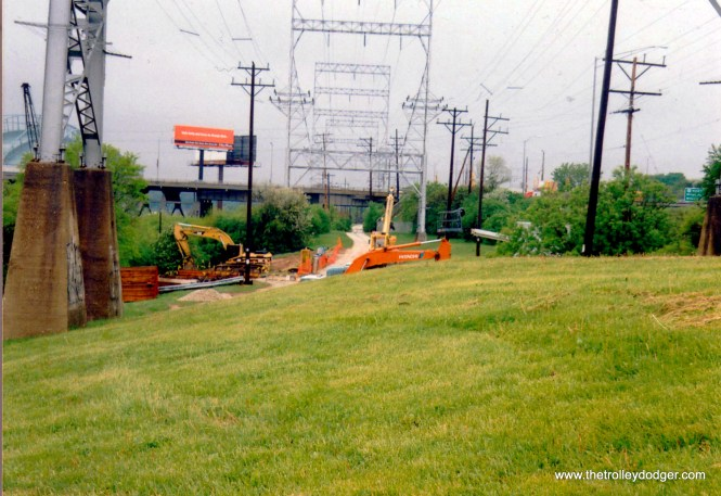 Aband Rapid Transit r.o.w. @ 32nd St. lkg west in 2003 by Larry Sakar
