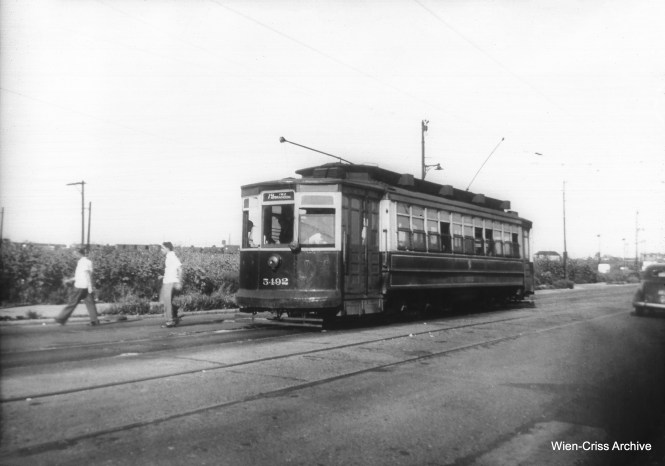 CTA 5492, signed for 79th and Brandon. This car was built by Brill in 1907. (William C. Hoffman Photo, Wien-Criss Archive)