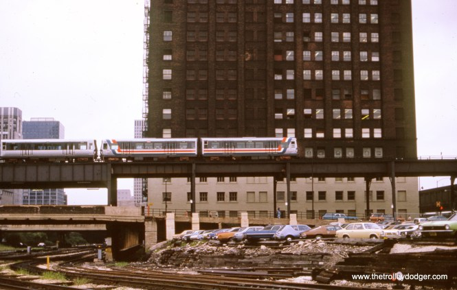 "In August 1976, a Harlem-bound ""L"" train crosses the north approach to Union Station. The view looks south. (William Shapotkin Collection)"