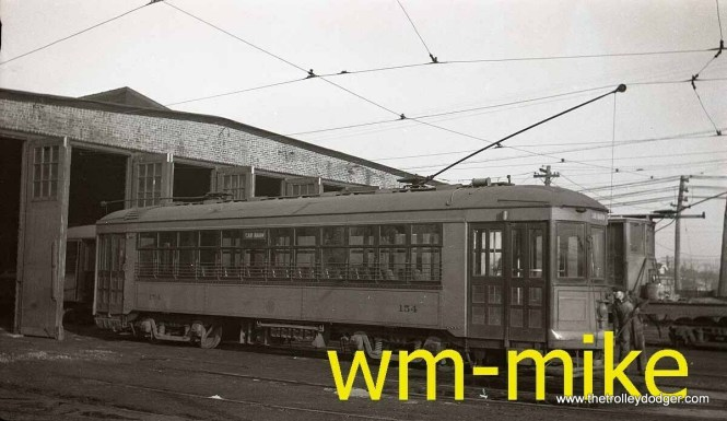 C&WT 154 in what looks like a late 1930s paint scheme. I presume this is the barn at Cermak and Harlem.