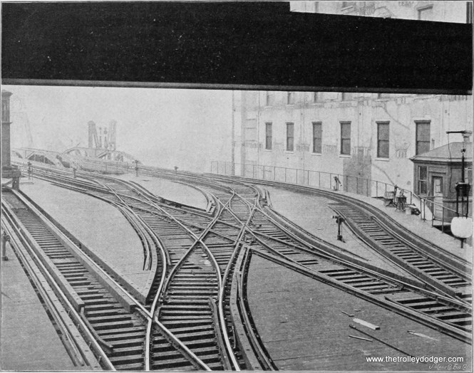 An early track arrangement, showing the four-track Metropolitan main line on the east side of the Chicago River.