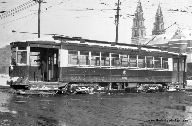 CTA 123 at Kedzie and Van Buren in December 1948.