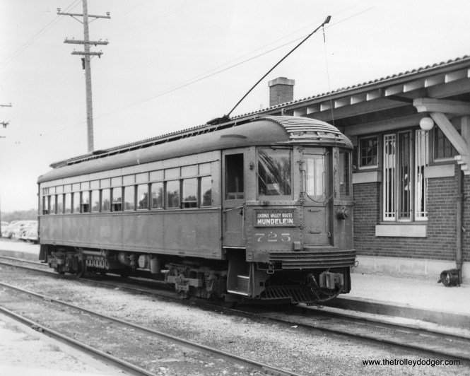 "NSL 725 at the Mundelein Terminal, which resembled the Dempster Street station in Skokie. Don's Rail Photos: ""725 was built by Cincinnati Car Co in 1926, (order) #2890. It was modernized in 1939."""