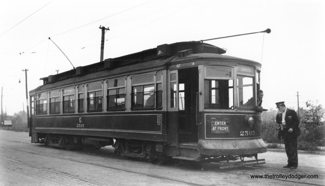 CSL 2595 is on the 87th Street route, possibly prior to the extension of this line in 1937, which was the final streetcar extension in Chicago.