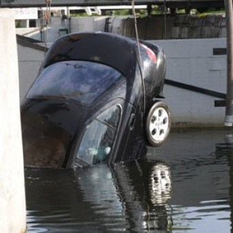 Shafia's car pulled from canal