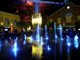 Clarke Quay central fountain
