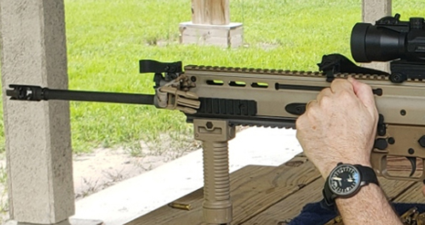 watch and SCAR-16