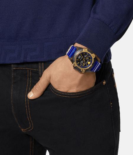 Icon Active blue on wrist