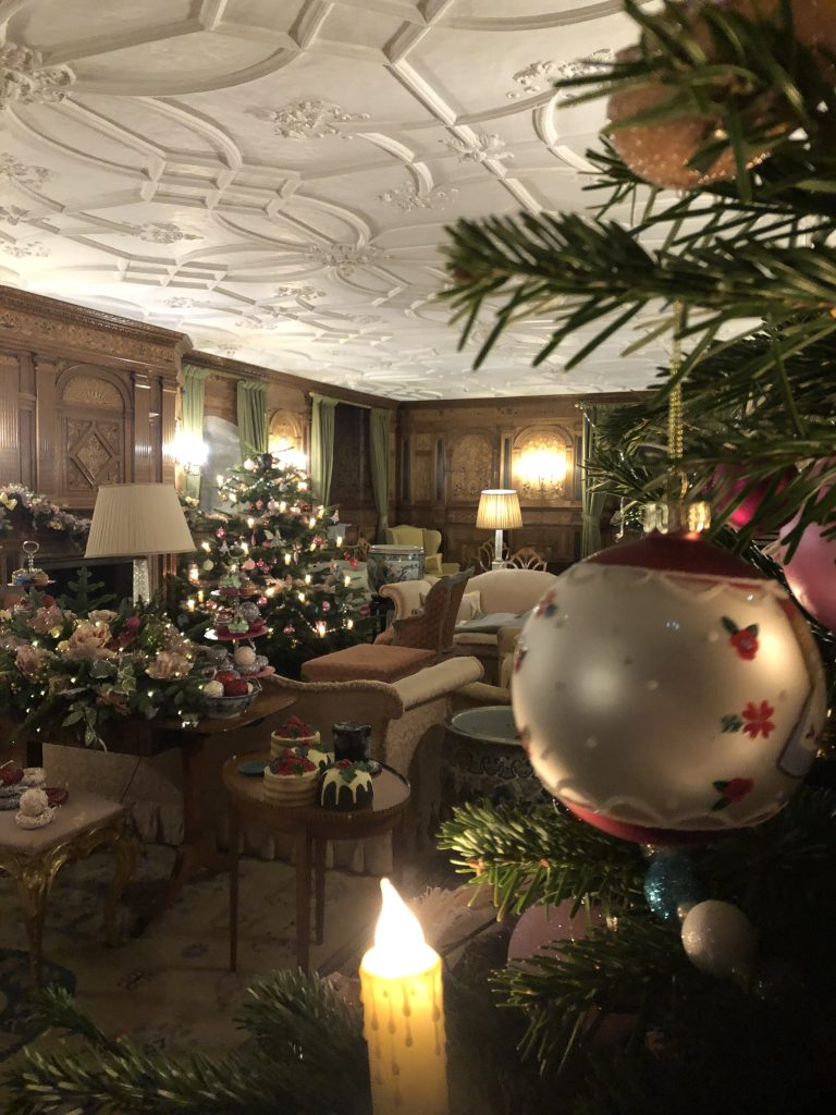 Hever at Christmas: the sitting room