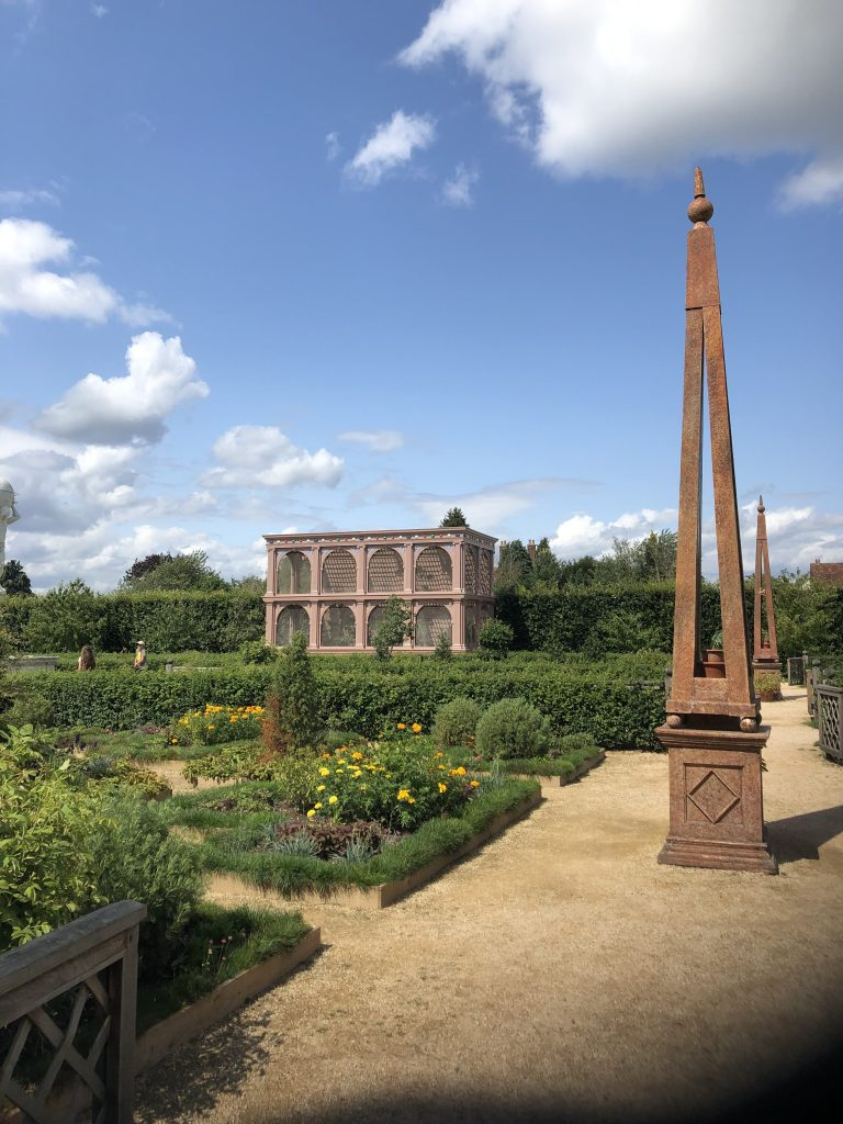 A recreated Elizabethan garden