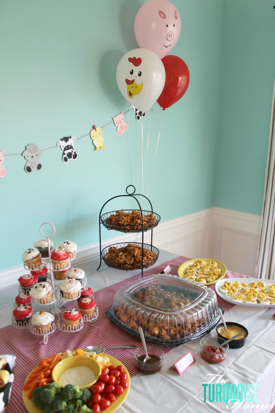 Barnyard Animal Birthday Party With A Cute Paper Garland