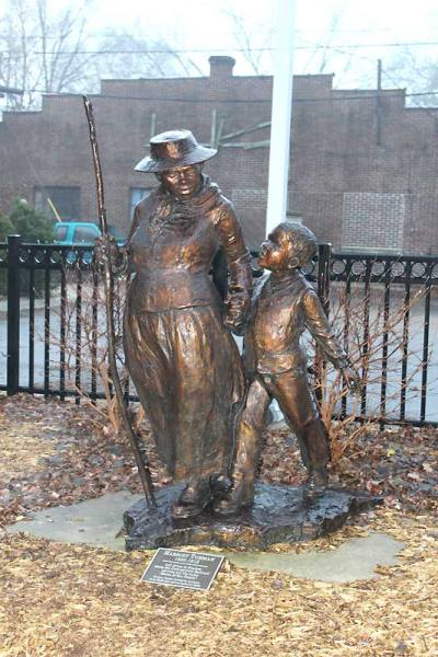 Harriet Tubman sculpture-Jane DeDecker