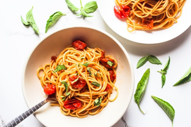 Easy Cherry Tomato and Garlic Pasta