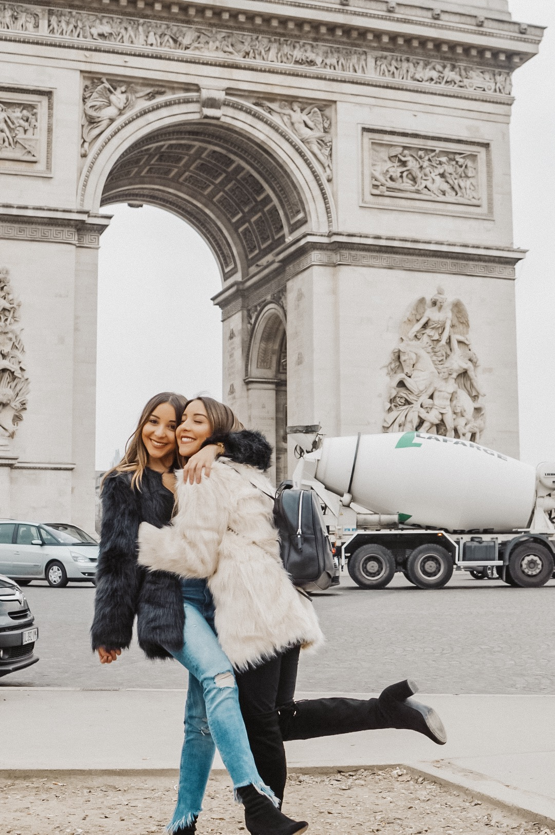Arc de Triumf - The Twins of Travel