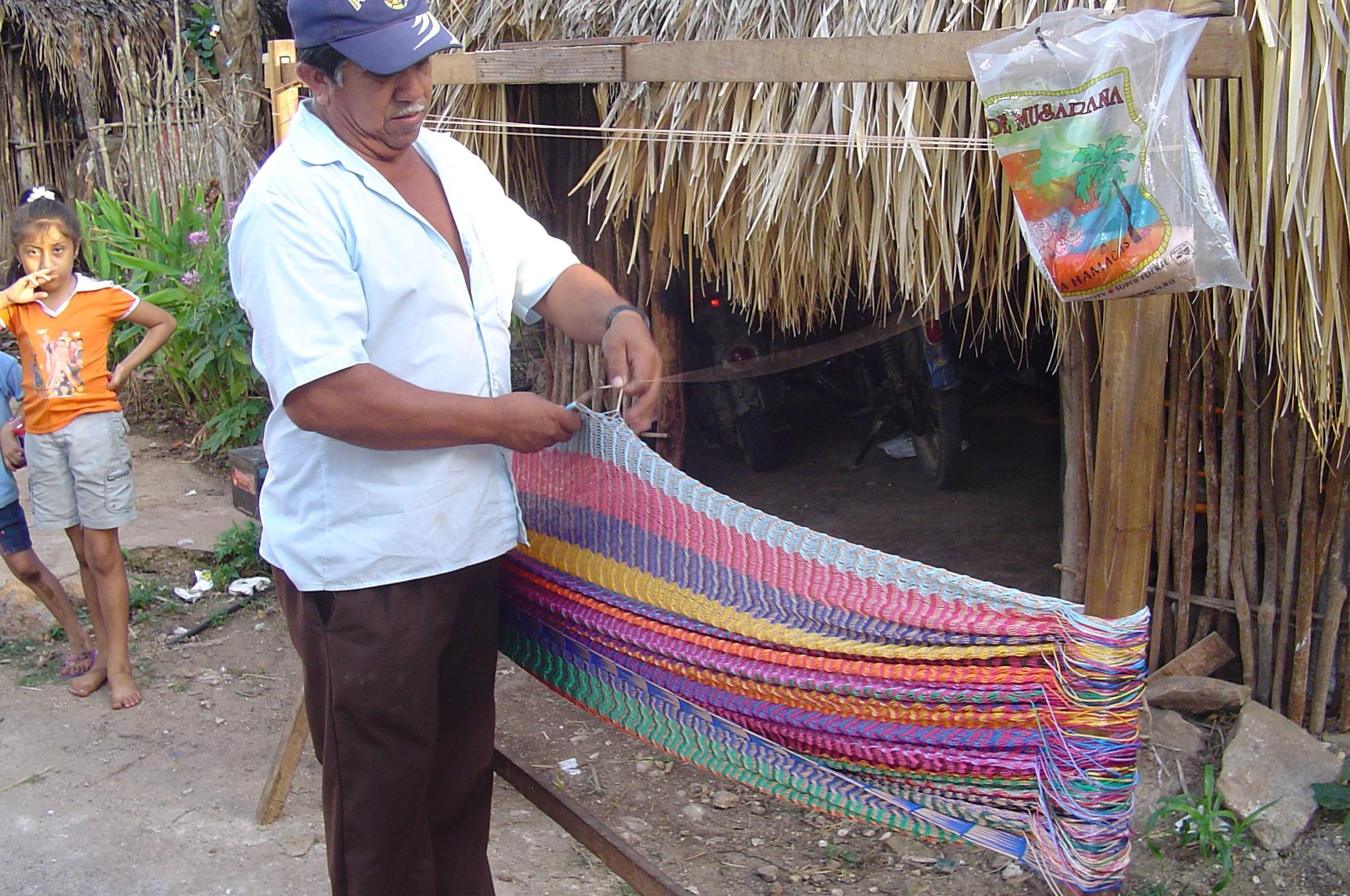 weaving-a-mayan-hammock