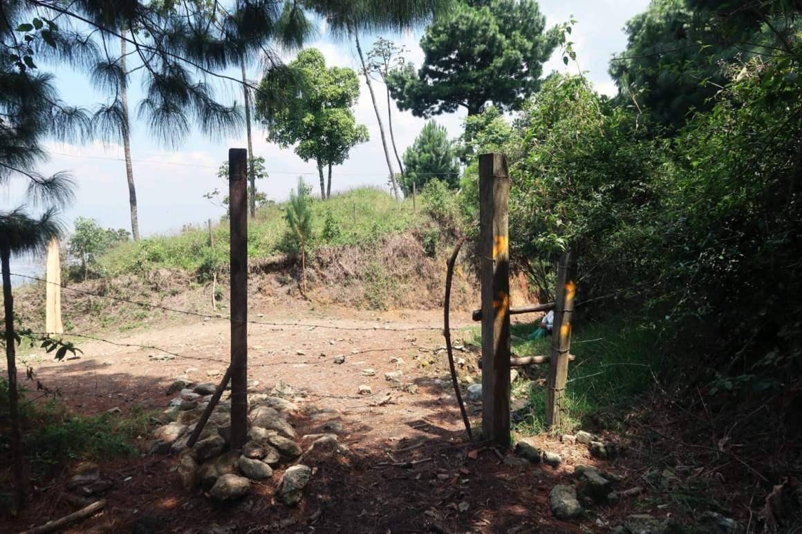 Fence leading towards las Cuevas del Higueron