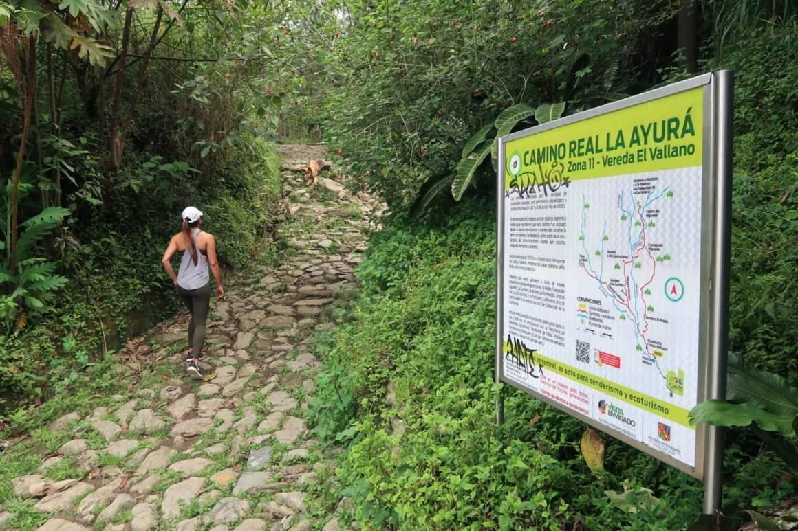 Cuevas del Higueron traihead and sign