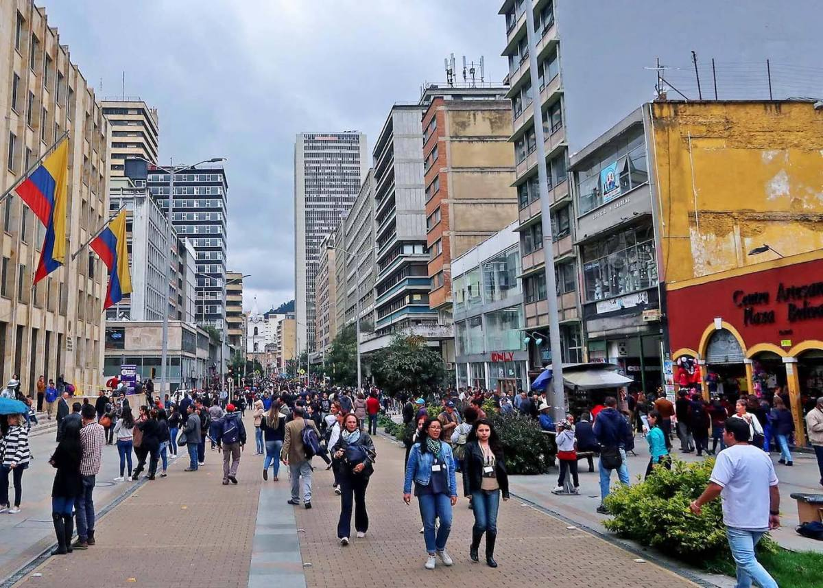 People walking along along Bogota's Carrera 7