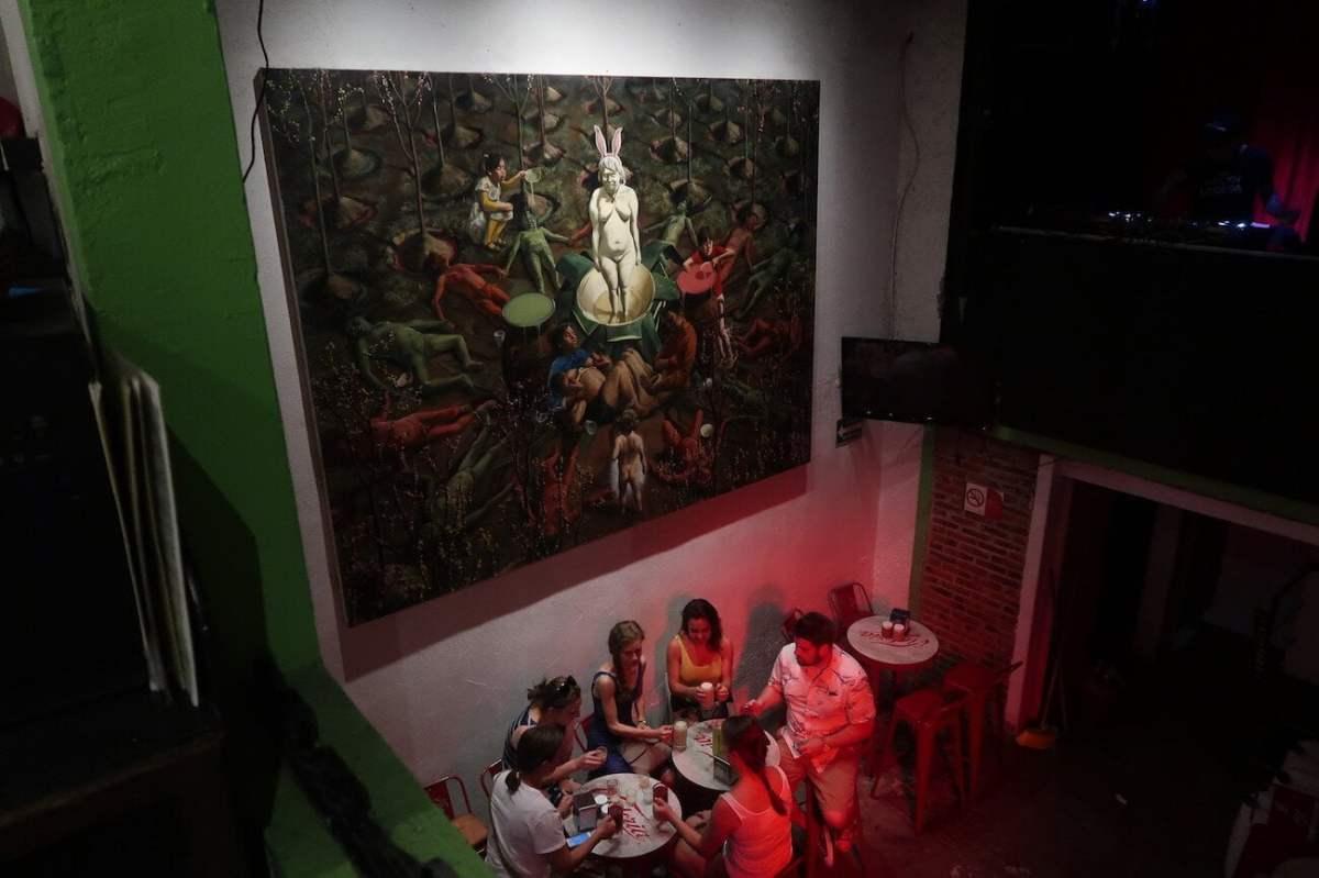 Friends drinking pulque at Pulqueria Insurgentes