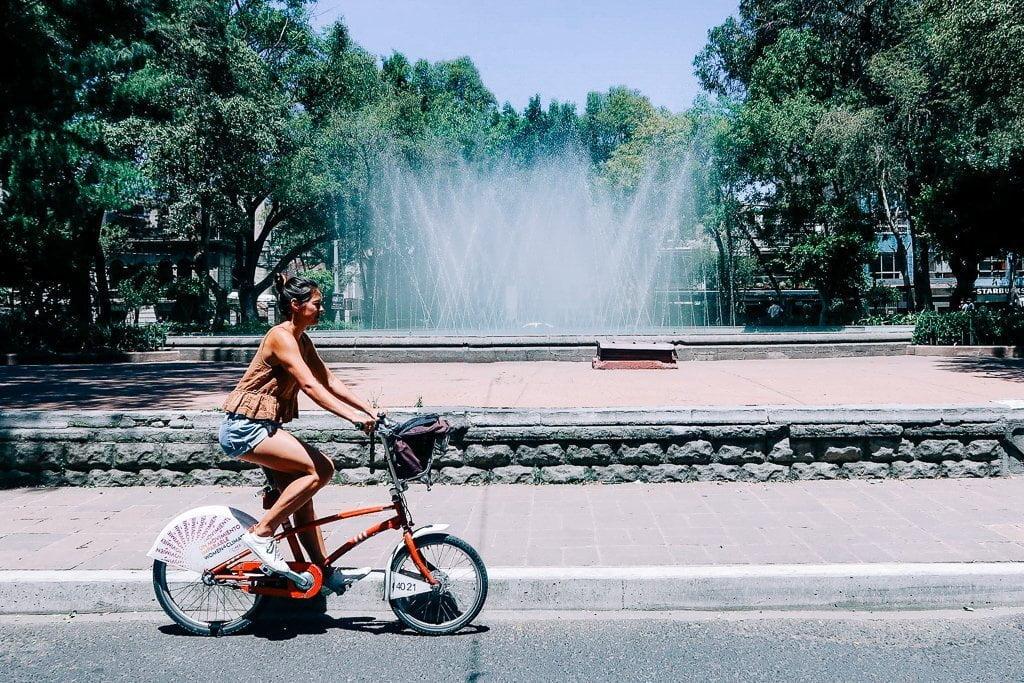 kim biking in la roma on an ecobici in mexico city