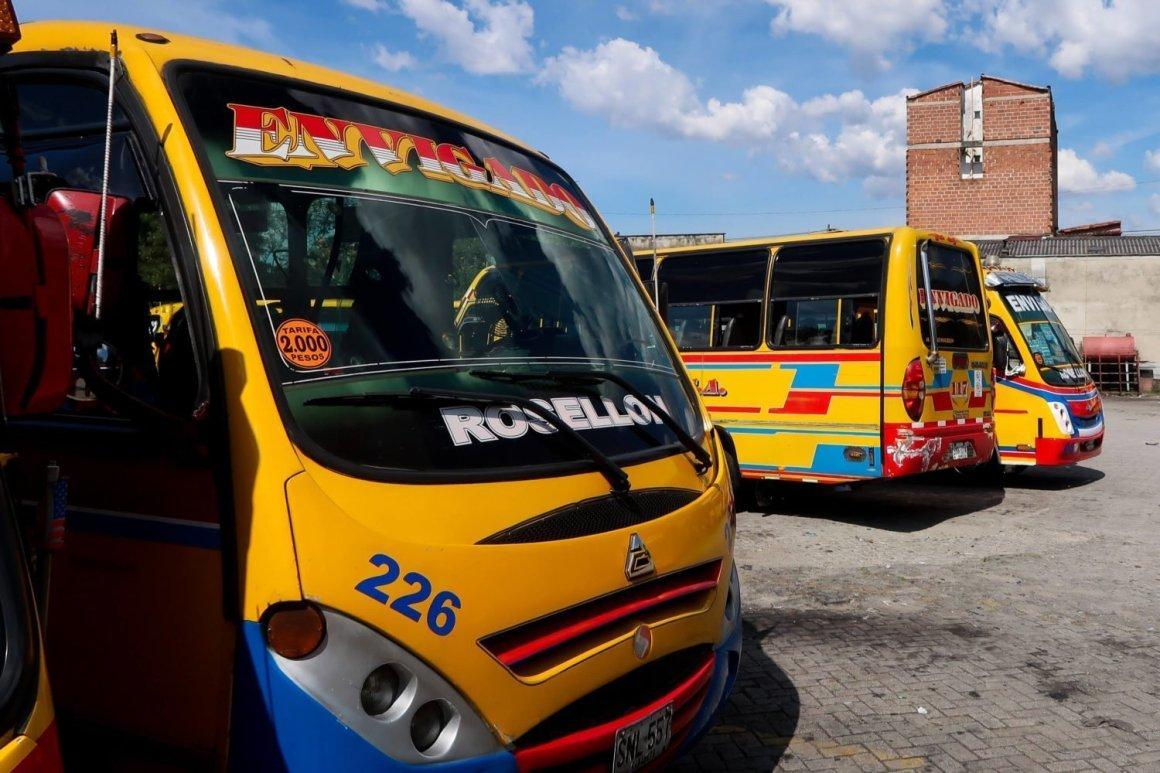 Buses at Envigado station