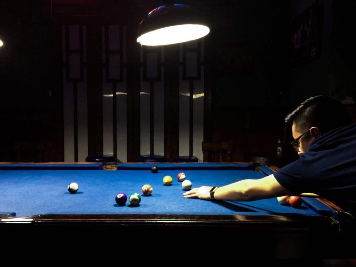 austin playing pool in el poblado medellin