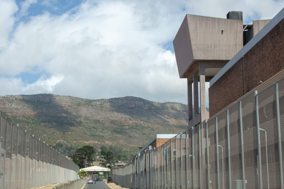 The road through Pollsmoor prison to Idlanathi restaurant
