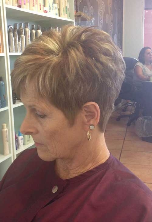 Blonde-Chunky-Lights Best Short Haircuts for Older Women