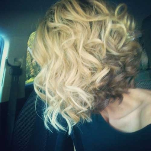 Curly-Inverted-Bob-Haircut-1 Inverted Bob Haircuts