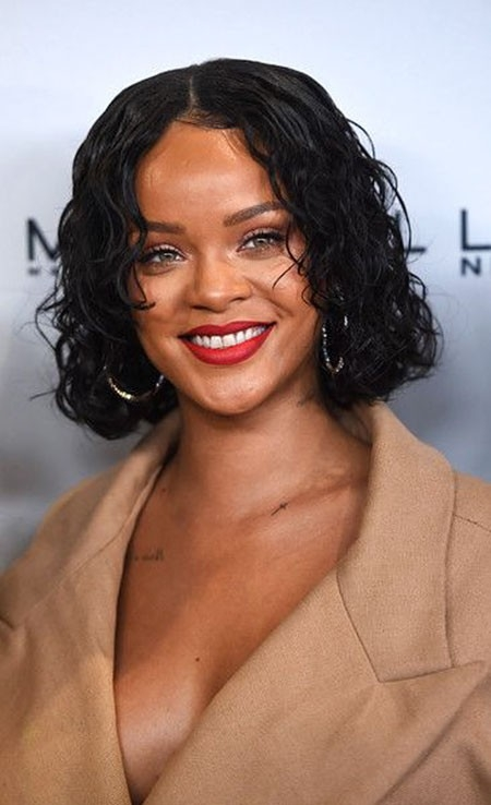 Rihanna-Amazing-Curls Best Rihanna Short Hairstyles