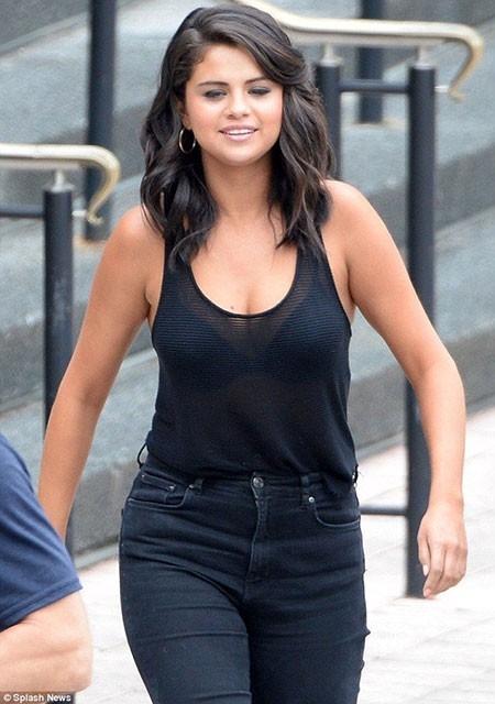 Selena-Gomez-Layered-Hair New Selena Gomez Short Hair
