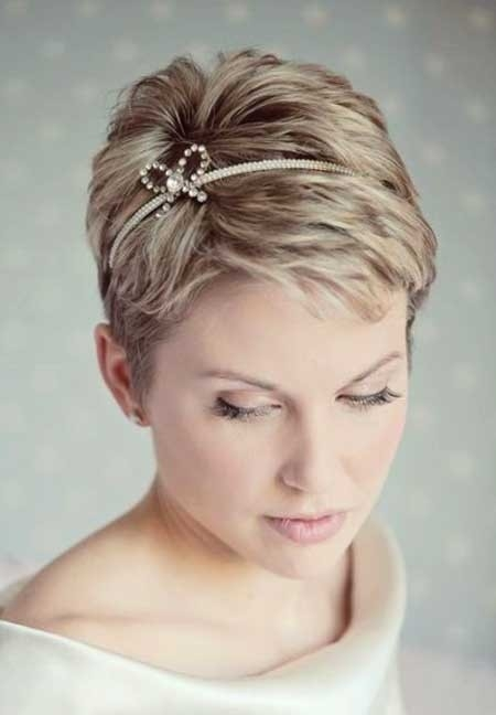 Short-Voluminous-Straight-Hair Short Hair Wedding Styles