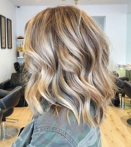 Blonde-Brown-Hair Short Hairstyles for Wavy Hair