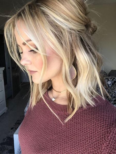 Blonde-Lob-Hair Short Cute Hairstyles