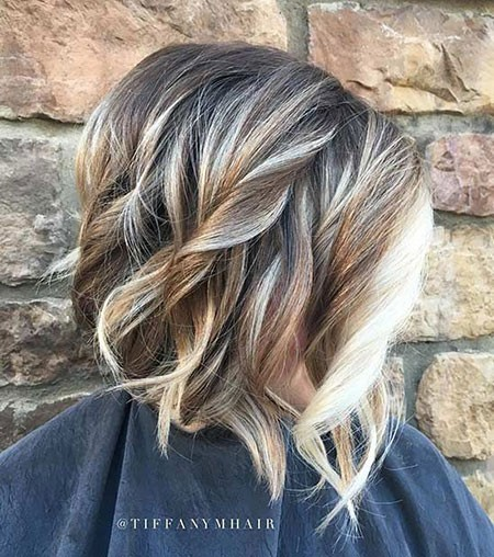 Face-Framing-Blonde-Highlights Best Short Hair Color Ideas