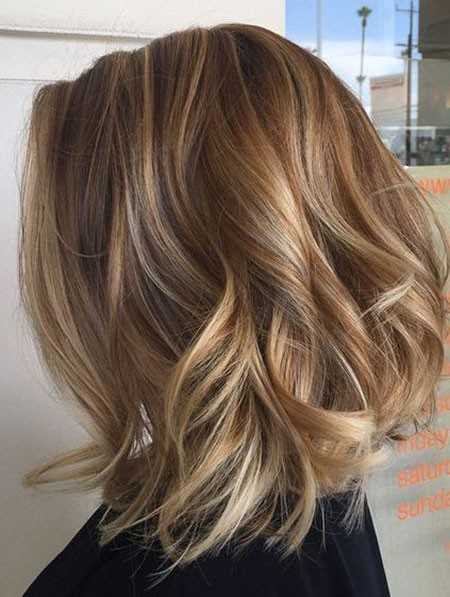 Light-Brown-Bob-Hair Short Layered Wavy Hairstyles