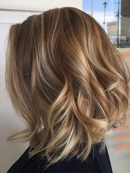 Light-Brown-Bob-Hair Short Layered Wavy Hairstyles