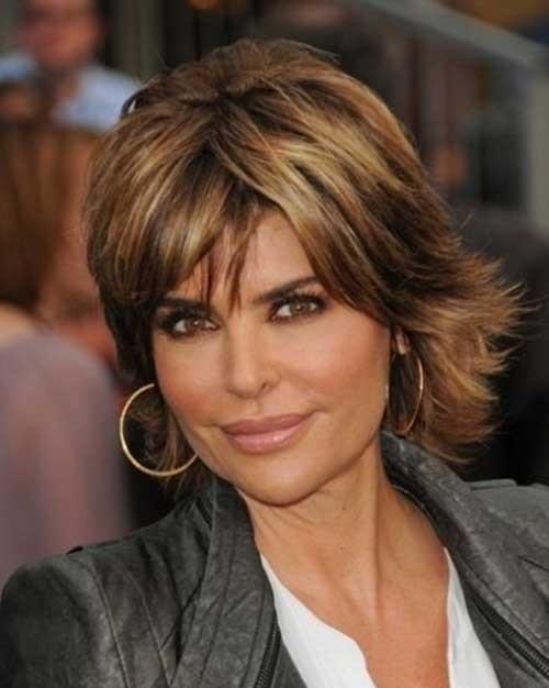 Lisa-Rinna-Striking-Short-Layered-Brunette-Hairstyle-with-Bangs Short Shaggy Haircuts