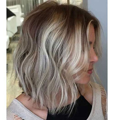Mixed-Blonde-Hair Short Layered Wavy Hairstyles