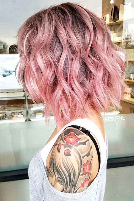 Pinky-Hairstyle Short Hairstyles for Wavy Hair