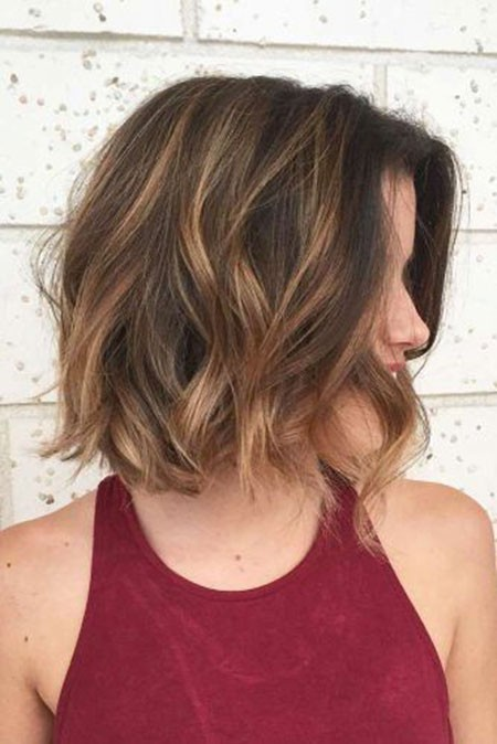 Short-Hair-Above-Shoulders Short Layered Wavy Hairstyles