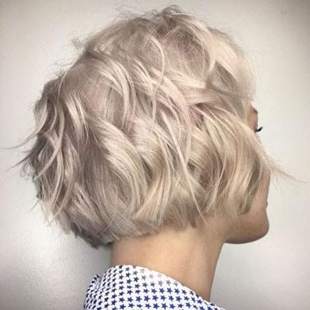 Wavy-Hair Short Layered Wavy Hairstyles