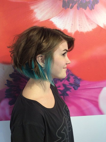 Bob-with-Blue-Finishes New Short Hair with Color