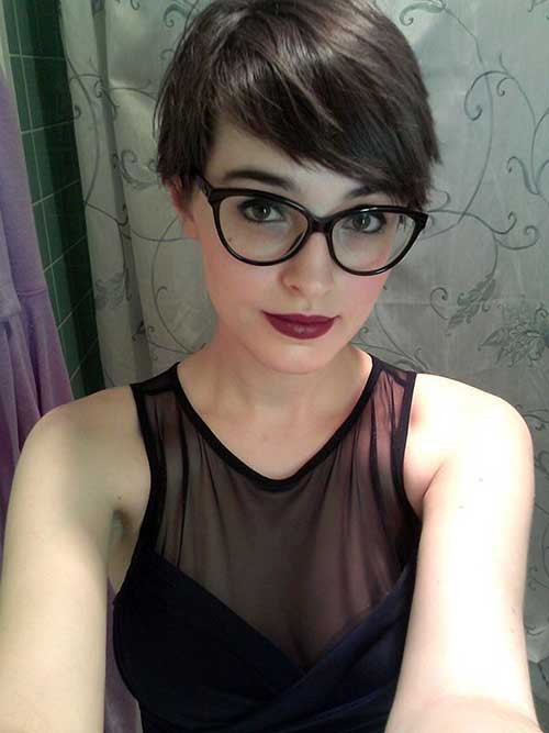 Short-Fine-Pixie-Haircut-with-Glasses Best Short Pixie Cuts