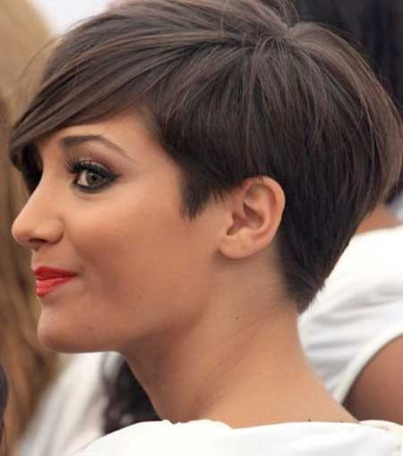 Short-Side-Swept-Pixie-Hairdo-with-Long-Bangs Long Pixie Hairstyles