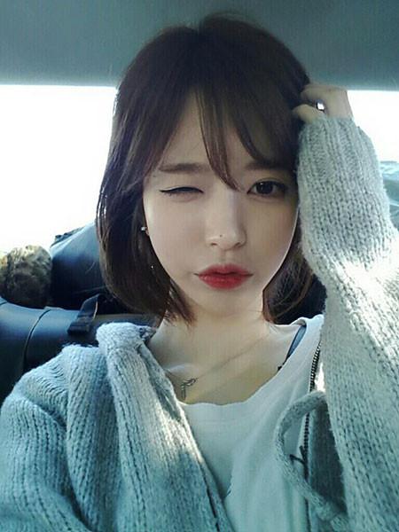 Korean-Fringe-Hair Chic Short Haircuts with Bangs