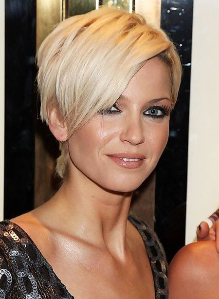 Pixie-Cut-with-Longer-Bangs Short Hairstyles for Oblong Faces