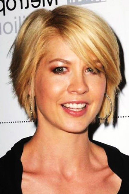 Stacked-Blonde Short Hairstyles for Oblong Faces