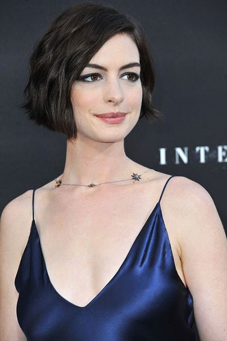 Wavy-Bob-Oblong-Face Short Hairstyles for Oblong Faces